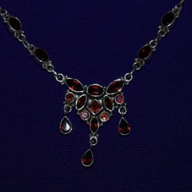 Silver Necklace with garnet. 128